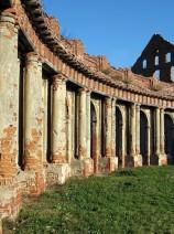 Dūlėjančios rūmų kolonados