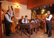 Muzikantai Koliboje