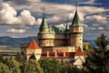 Pirmą kartą Bojnice pilis paminėta 1113 m