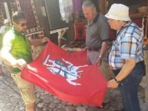 Užsakymas albanų kilimų audėjoms - išausti lietuvišką Vytį