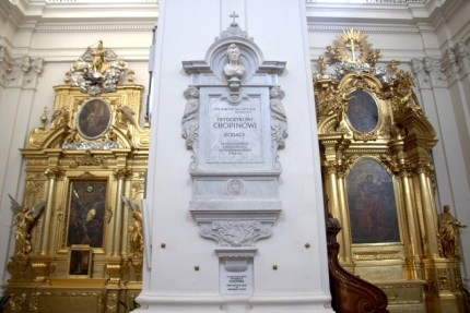 Urna su Šopeno širdimi palaidota Šv.Kryžiaus bažnyčioje Varšuvoje